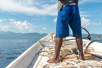 Pescador no barco