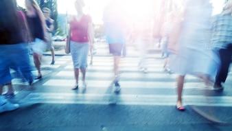 Pessoas andando