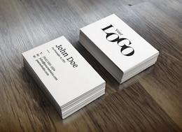 Pilha brancos cartões de visita maquete