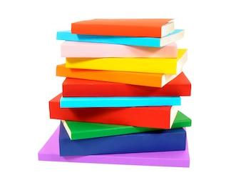 Pilha desordenada de livros