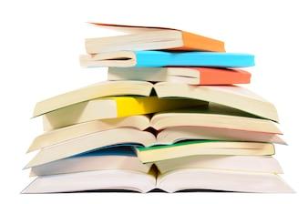 Pilha pequena de livros de bolso