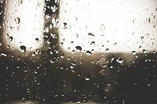 Pingos de chuva no vidro