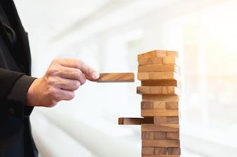 Planejamento, risco e estratégia de gerenciamento de projetos em negócios ใ