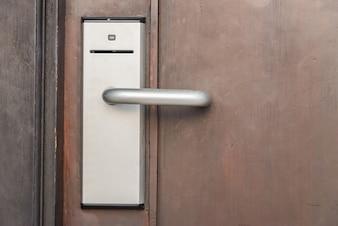 Porta com sistema de acesso