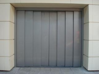 porta da garagem do metal