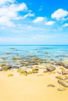 Praia tropical do mar