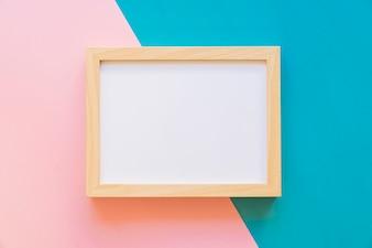 Quadro horizontal em fundo rosa e azul