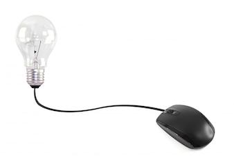 Rato do computador conectado a uma lâmpada