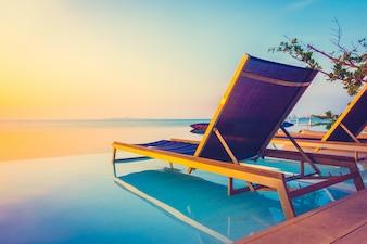 Resort bela piscina do hotel de luxo