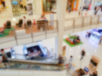 Resumo das pessoas no centro comercial.