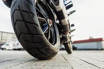 Roda traseira da motocicleta