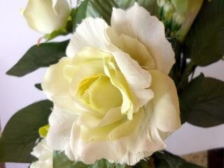 rosa branca, enfeites, amarelo