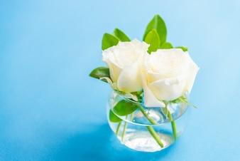 Rosas felizes bouquet up de vidro