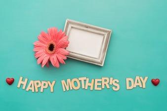 """Rotulação do """"dia feliz mãe"""" com quadro e flor"""
