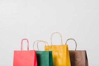 Sacolas de papel coloridas para compras