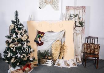 Sala de ano novo com decorações artesanais