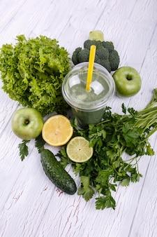 Saudável, smoothie, verde, legumes, fruta, mentir, tabela