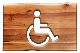 Sinal de madeira com o símbolo de cadeira de rodas