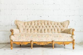 Sofá de madeira antiga