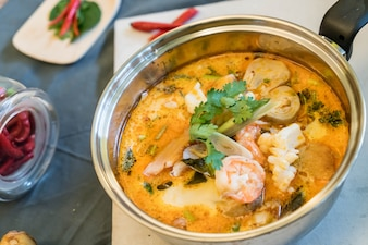 Sopa de frutos do mar ou Tom Yum Seafood