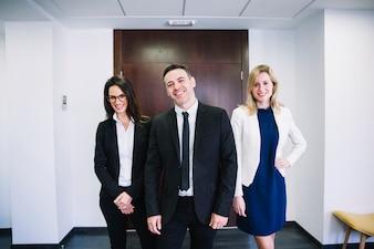 Sorrindo empresários corporativos