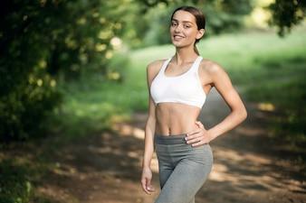 Tecnologia mulheres fitness física menina floresta