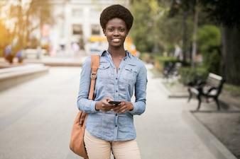 Telefone jovem mulher americano preto