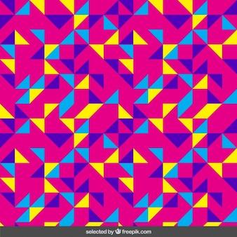 Teste padrão colorido feito com triângulos em fundo rosa