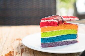 Torta de arco-íris de decoração simples