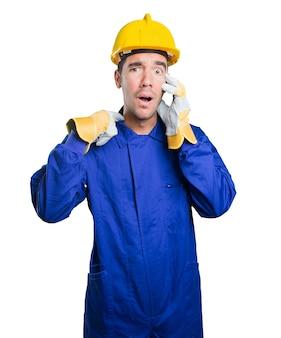 Trabalhador forçado no fundo branco