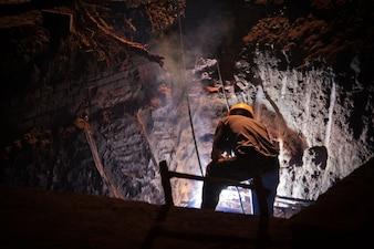 Trabalhando em uma caverna