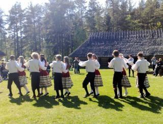 Tradicional dança Tallin exterior