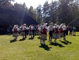 Tradicional dança Tallin partido