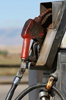 Transporte de gás bomba velha oleosa