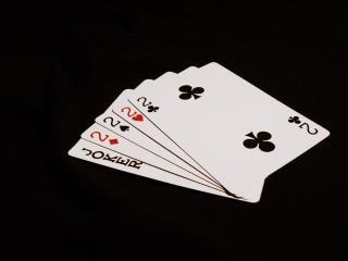 uma noite de pôquer, preto