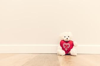 Urso da peluche com coração
