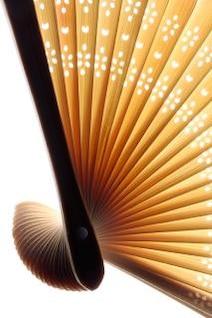 ventilador asiático varrendo contrastou