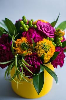 Violeta, amarela, flores, posto, papel, caixa ...