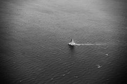 Vista aérea de um barco
