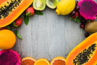 Vista de cima do quadro de fruta deliciosa