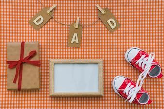 Vista superior de objetos decorativos do dia dos pais