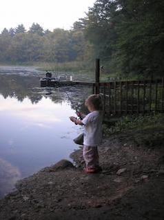 kleinen Fischerdorf Mädchen