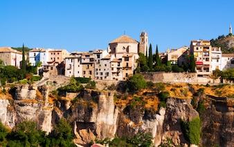 Allgemeine Ansicht von Cuenca im Sommer