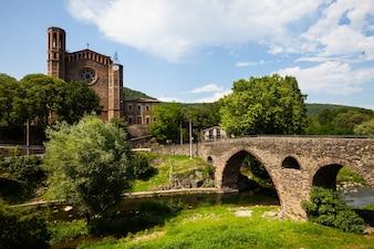 Alte Kirche und mittelalterliche Brücke