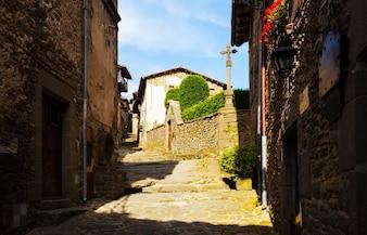 Alte Straße in Rupit. Katalonien