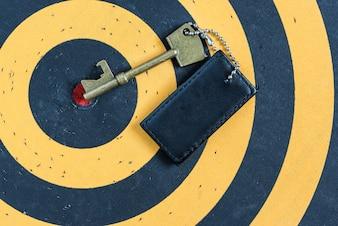 Alter Schlüssel zum Erfolgskonzept über rotem Ziel