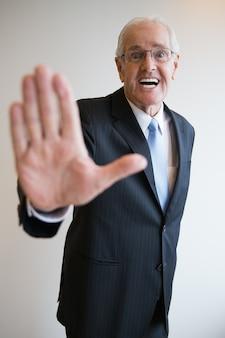 älterer Mann, männlich Geschäftsmann Geste