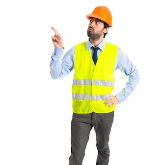 Arbeiter denken über weißem Hintergrund