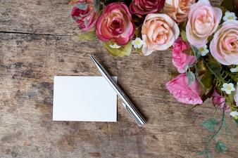 Arbeitsobjekt romantisches Büroblatt Papier
