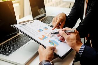Arbeitsplatz Ergebnisse professionelle Bericht Buchhaltung während